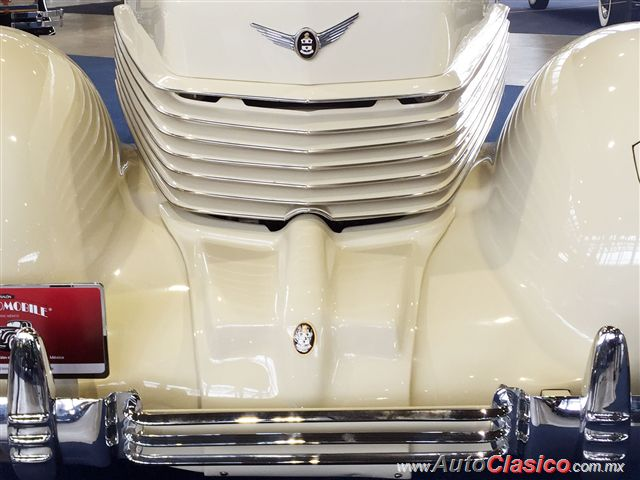 Cord 812 Phaeton Sedan Supercharged 1937 |