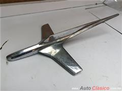 FORD FAIRLANE 1955 ORNAMENTO DE COFRE ORIGINAL