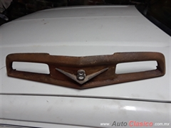 Disponible...Emblema frontal ford pick up 51-52 f1 para restaurar.
