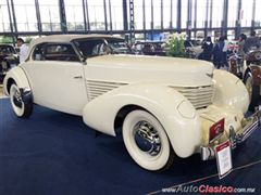 Salón Retromobile FMAAC México 2015 - Cord 812 Phaeton Sedan Supercharged 1937