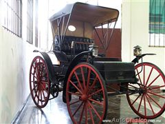 1902 Holsman Runabout - Museum of Auto and Transport of Monterrey A.C.